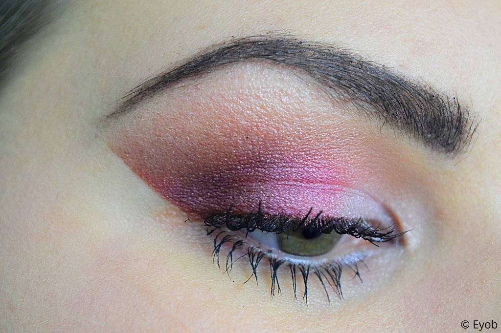 Essence in love with rose –  Oogschaduw look