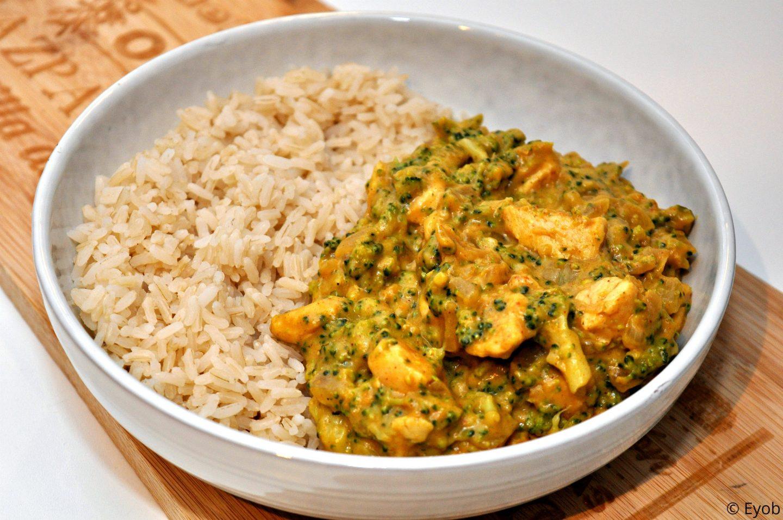 Rijst met broccolisaus en kip